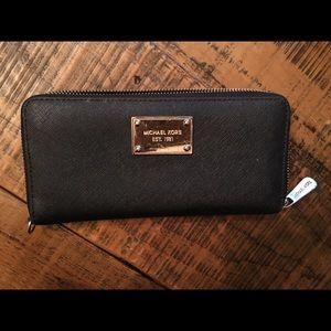 Michael Kors Black full zip wallet